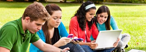 Child and Smartphone-Spy Child's smartphone via best spyware